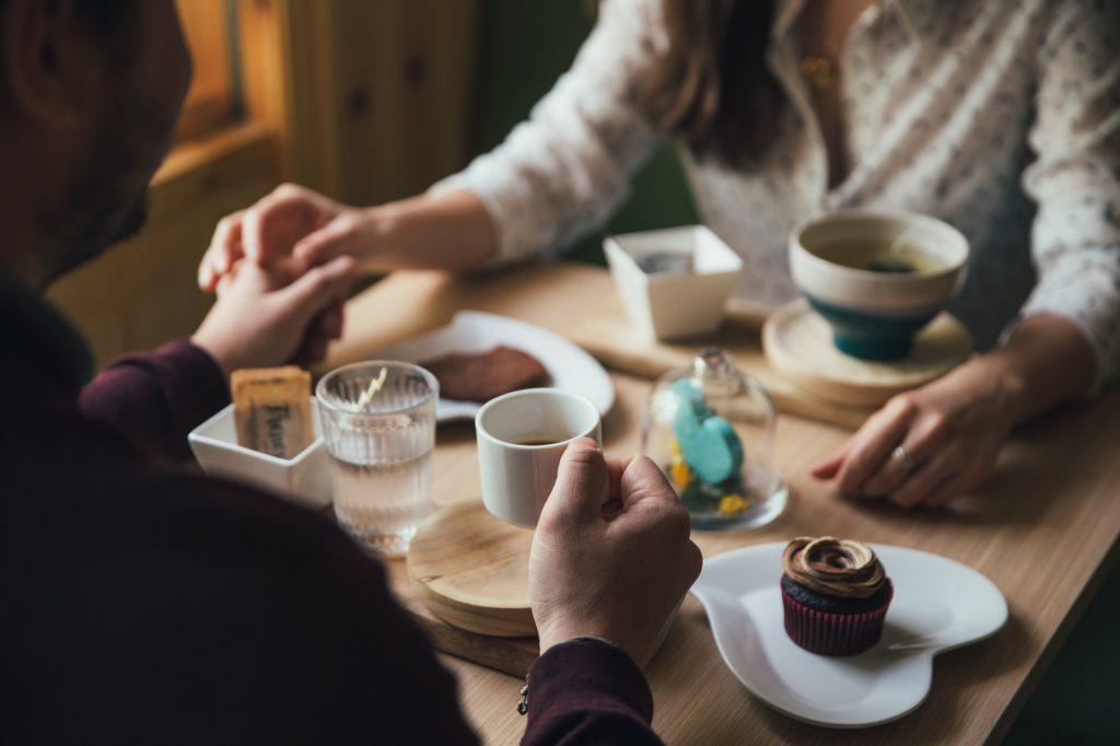 5 etapów relacji w związku. Psychologia miłości?