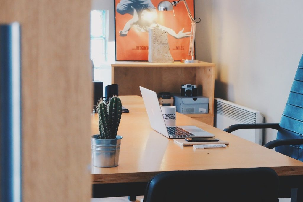 5 zasad ergonomii pracy siedzącej w Twoim home office